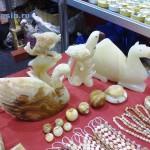 Лебедь и шары из камня